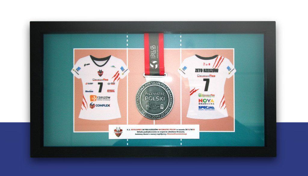 Zdjęcie pamiatkowego medalu KS Developres